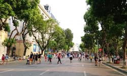 Du khách quốc tế nườm nượp đến phố đi bộ trong ngày đầu nghỉ lễ 30/4 - 1/5