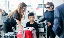 Hồ Ngọc Hà và con trai Subeo có mặt tại sân bay Tân Sơn Nhất để đi Mỹ