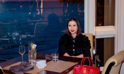 Hoa hậu Kristine Thảo Lâm luôn khoác lên người những món hàng hiệu xa xỉ