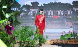 Á vương bác sĩ Ký Quốc Đạt tái hiện phong cách áo dài xưa của quý ông trên sàn thời trang