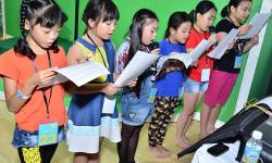 Bố mẹ sát cánh bên con vượt thử thách khó trong buổi casting vũ nhạc kịch