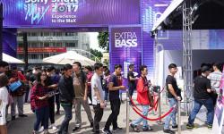 Nhiều bạn trẻ đã đến xếp hàng đăng ký tham gia chương trình Sony Show 2017