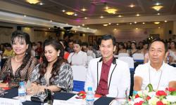 Nghệ nhân Chung Cường bảnh bao giữa dàn mỹ nhân Việt