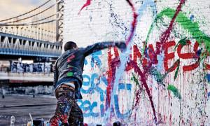 Nghệ sĩ Mỹ nổi tiếng đang tạo ra tác phẩm nghệ thuật trên đường phố