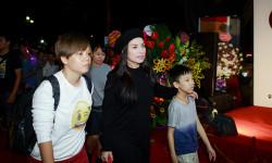 Ca sĩ Phi Nhung từ Mỹ về Hà Nội chúc mừng stylist Tân Đà Lạt
