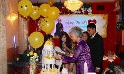 Mừng thọ mẹ, nữ ca sĩ hải ngoại Kavie Trần gây xúc động khi trình bày một ca khúc ý nghĩa về mẹ