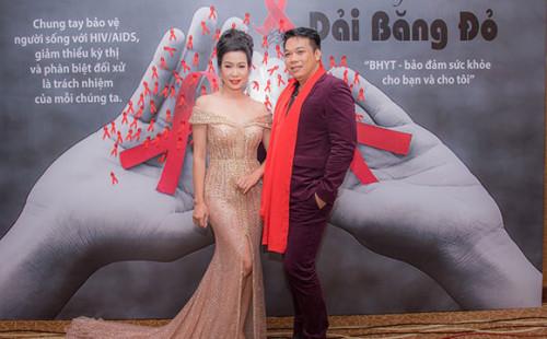 NSƯT Trịnh Kim Chi gây ấn tượng bởi vẻ ngoài rạng rỡ và thu hút