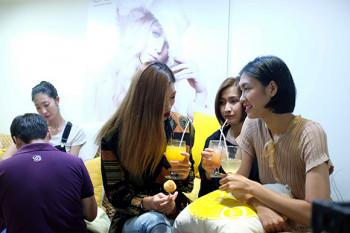 Người mẫu Nguyễn Oanh Vietnam's Next Top Model tham quan và sử dụng dịch vụ tại De Luxe Nails