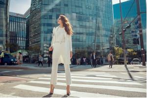Phạm Hương đưa thời trang Elise tỏa sáng tại Seoul
