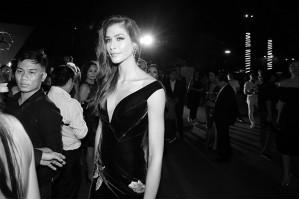 Hoa hậu Hoàn Vũ  Dayana Mendoz tỏa sáng rực rỡ khi diện bộ váy của NTK Hoàng Hải