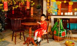 Fashionista nhí Sushi Đăng Khôi tạo dáng với áo dài Tết