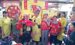 Các gian hàng Tết của Mondelez Kinh Đô thu hút người tiêu dùng