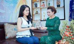 Hoa hậu Ngọc Hằng bất ngờ trao vương miện ngọc trai tiền tỷ Hoa hậu, Nam vương tại Đan Mạch
