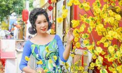 Á hậu Trịnh Kim Chi dịu dàng e ấp & tràn đầy nét thanh xuân trong tà áo dài của NTK Nguyễn Dũng