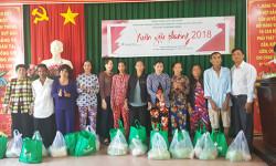 BV Hoàn Mỹ Cửu Long tặng hơn 500 phần quà hỗ trợ bà con nghèo đón Tết
