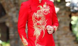Ca sĩ Hồ Quang Lộc thuần Việt trong tà áo dài thanh lịch