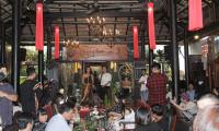 NTK Việt Hùng: 20 năm vẫn đắm say với thổ cẩm