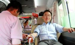 Hơn 200 người tham gia hiến máu nhân đạo tại TP.HCM