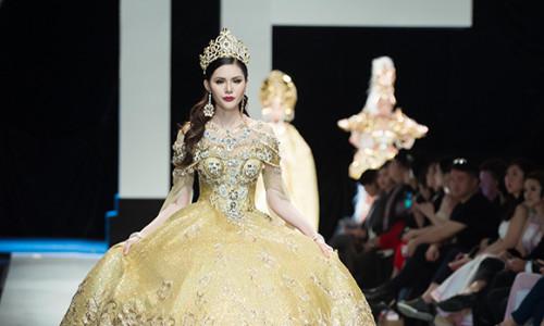 Gặp sự cố đứt giày, Á hậu Kim Nguyên bước chân không diễn vị trí chủ chốt