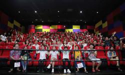 Đoàn làm phim Lộ Mặt công phá khắp các rạp chiếu phim