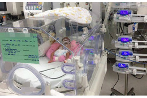 Nỗ lực nuôi bé gái sinh non nặng 600 g lên 1,5 kg