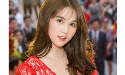 Ngọc Trinh diện váy ren xẻ ngực dự sự kiện