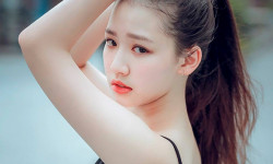 Nhan sắc ngọt ngào của nữ chính MV 'Hongkong1' sinh năm 2000